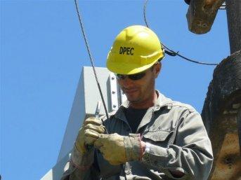 La DPEC continúa realizando trabajos por el interior