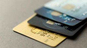 Consumo con tarjeta: las tasas llegan a superar el 100%