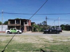 Riña de magnitud entre dos bandos de vecinos en el barrio Quilmes: intentaron incendiar una casa
