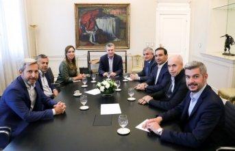 Valdés se reunió con Macri y otros gobernadores para analizar las recientes medidas económicas