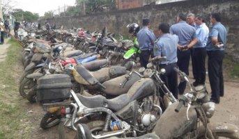 En supuesta casa de empeño hallaron 96 motos, una lancha y hasta un camión