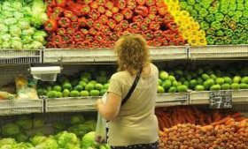 Los consumidores pagaron en noviembre 4,7 veces más que lo que percibe el productor