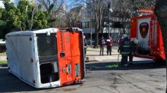 Cinco niños resultaron heridos por el choque entre una combi escolar y una camioneta