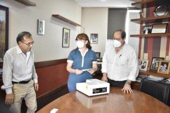 Cardozo entregó equipos para el laboratorio del hospital de Esquina