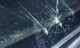 Dos polic�as hospitalizados tras ser atacados por vecinos que intentaban liberar a un detenido