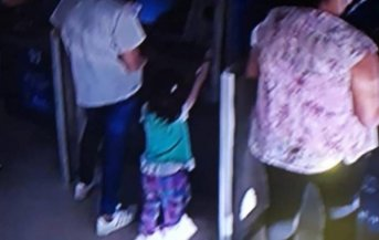 Acompañada por su pequeña hija, violentaba cajeros del Banco de Corrientes