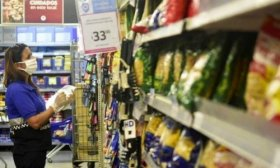 El Gobierno impulsa el control de precios con funcionarios y movimientos sociales