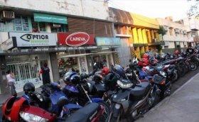 Desde mañana más estacionamientos para moto y no se podrá estacionar en Agustín González