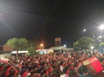miles de personas se agolpo para ingresar a la Fiesta Nacional del Chamamé en un anfiteatro desbordado